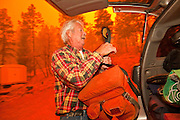 02 JUNE 2011 - ALPINE, AZ: Jim Pinter (CQ) packs his car as he evacuates his home at the Wallow Fire near Alpine. High winds and temperatures complicated firefighters' efforts to get the blaze under control. Officials have issued a mandatory evacuation order and residents of the Alpine area had to leave by 8PM Thursday.   PHOTO BY JACK KURTZ