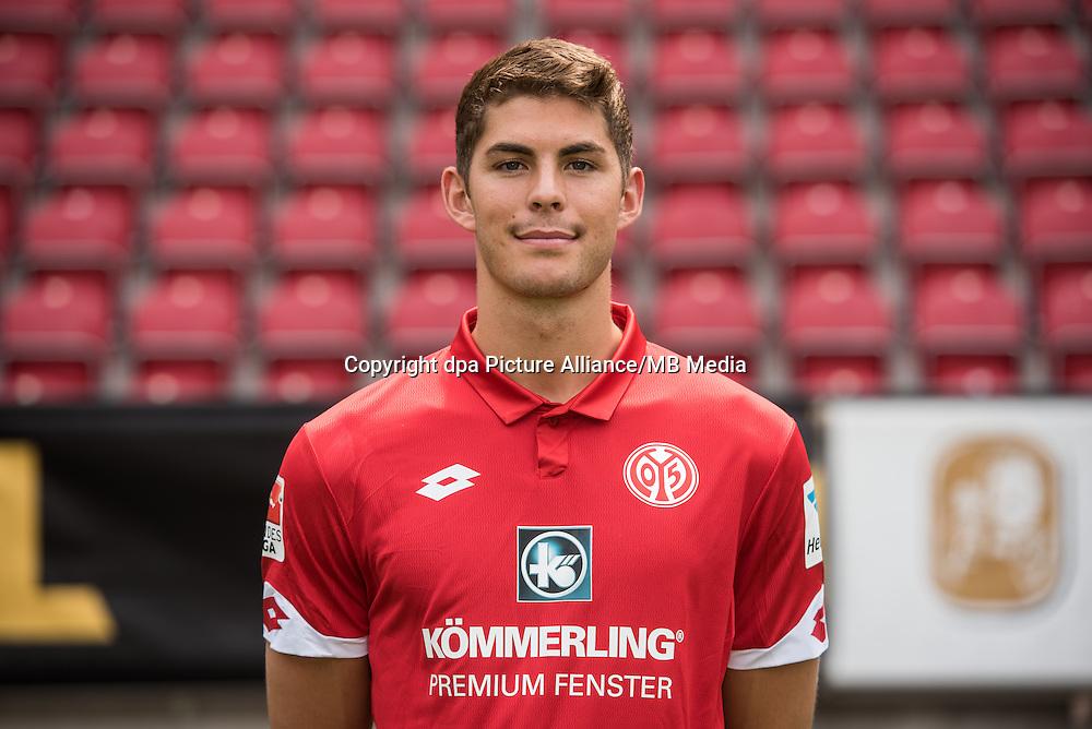 German Bundesliga - Season 2016/17 - Photocall FSV Mainz 05 on 25 July 2016 in Mainz, Germany: Emil Berggreen (11). Photo: Andreas Arnold/dpa | usage worldwide