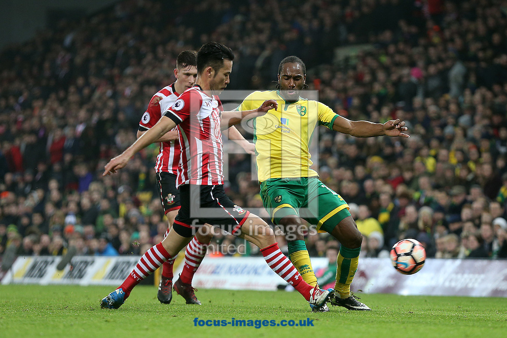 Maya Yoshida of Southampton and Cameron Jerome of Norwich in action during the third round of the FA Cup at Carrow Road, Norwich<br /> Picture by Paul Chesterton/Focus Images Ltd +44 7904 640267<br /> 07/01/2017