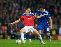 MOSCOW, RUSSIA - Wednesday, May 21, 2008: Manchester United's Paul Scholes and Chelsea's Michael Ballack during the UEFA Champions League Final at the Luzhniki Stadium. (Photo by David Rawcliffe/Propaganda)