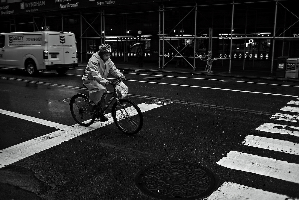 Delivery man on bicycle, New York, NY, US
