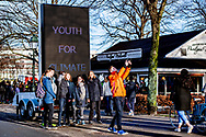 DEN HAAG - Jongeren demonsteren op het Malieveld voor om actie te voeren. De leden van Youth Climate nemen deel aan de leerlingendemonstratie tegen klimaatverandering.  robin utrecht