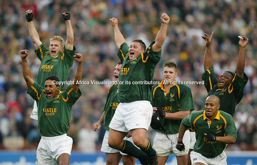 17 August 2002, Ellis Park, Tri - Nations, Rugby Union. South Africa v Australia. Breyton Paulse Olie le Roux Johannes Conradie Brent Russel Lawrence Sephaka  with Faan Rautenbach and Joe van Niekerk jumping for joy as the try is converted giving the Boks there first win in this years Tri-Nations. The Springboks defeated Australia, 33-31.<br />