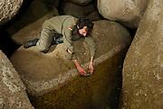 Stefano Bovero fotografiert das Habitat der Kaulquappen des Sardischen Scheibenzünglers (Discoglossus sardus) ganz im Norden der Insel.