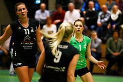 20150211 NED: Eredivisie, Sliedrecht Sport - Coolen Alterno, Sliedrecht<br /> Moniek Jansen (11) of Coolen Alterno, Rosita Blomenkamp (1) of Coolen Alterno<br /> ©2015-FotoHoogendoorn.nl / Pim Waslander