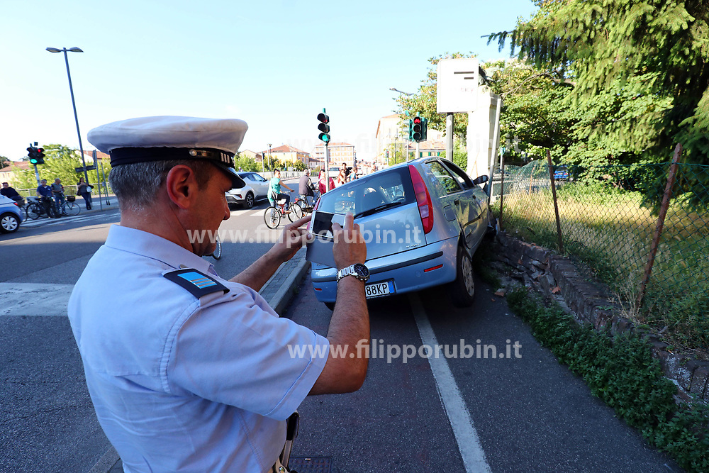 INCIDENTE CICLISTA INVESTITA DA AUTO IN VIA BOLOGNA