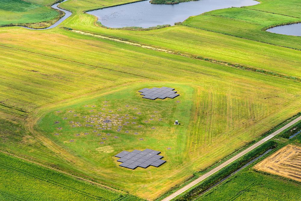 Nederland, Drenthe, Gemeente Borger-Odoorn, 27-08-2013;  LOFAR (Low Frequency Array - lage frequentie telescoop), ten noorden van Exloo. Deel van de radiotelescoop. De gehele radiotelescoop bestaande uit vele duizenden aan elkaar gekoppelde antennes welke staan op de grijze tegels. Het geheel wordt beheerd door ASTRON. <br /> LOFAR (Low Frequency Array - Low Frequency telescope), north of Exloo. Portion of the radio telescope. Operated by ASTRON.<br /> luchtfoto (toeslag op standaard tarieven);<br /> aerial photo (additional fee required);<br /> copyright foto/photo Siebe Swart.