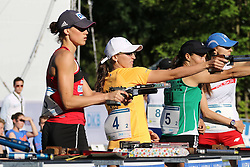 30.06.2015, Olympiapark Berlin, Berlin, GER, moderner Fünfkampf WM, Staffelbewerb Damen, im Bild Olympiasiegerin Lena Schoeneborn (SSF Bonn 1905, mi.) beim Schiessen im Combined // during Women's relay race of the the world championship of Modern Pentathlon at the Olympiapark Berlin in Berlin, Germany on 2015/06/30. EXPA Pictures © 2015, PhotoCredit: EXPA/ Eibner-Pressefoto/ Hundt<br /> <br /> *****ATTENTION - OUT of GER*****