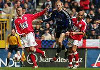 Fotball<br /> Belgia 2004/05<br /> Club Brugge v Standard Liege<br /> 10. april 2005<br /> Foto: Digitalsport<br /> NORWAY ONLY<br /> RUNE LANGE - PHILIPPE LEONARD - MATHIEU ASSOU EKOTTO