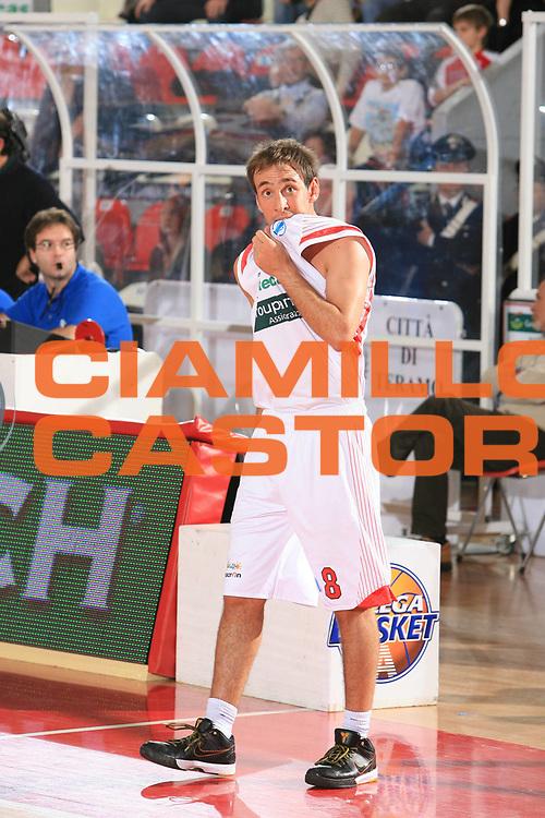 DESCRIZIONE : Teramo Eurocup 2009-10 Regular Season Bancatercas Teramo BC Azovmash <br /> GIOCATORE : Giuseppe Poeta<br /> SQUADRA : Bancatercas Teramo <br /> EVENTO : Eurocup 2009 - 2010<br /> GARA : Bancatercas Teramo BC Azovmash<br /> DATA : 08/12/2009<br /> CATEGORIA : curiosita<br /> SPORT : Pallacanestro<br /> AUTORE : Agenzia Ciamillo-Castoria/C.De Massis<br /> Galleria : Eurocup 2009<br /> Fotonotizia : Teramo Eurocup 2009-10 Regular Season Bancatercas Teramo BC Azovmash <br /> Predefinita :