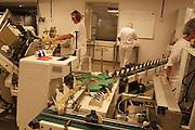 All norsk blåmuggost fra Tine produseres i Selbu, og fra nyttår kommer ostene i nydesignet innpakning. Da blir det nytt pakkeri til fire millioner kroner.