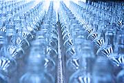 VIDRIO FORMAS S.A. DE C.V. es una empresa que produce y comercializa envases de vidrio y valores relacionados para satisfacer las expectativas de nuestros accionistas, clientes, colaboradores y proveedores y asi asegurar su viabilidad a largo plazo.