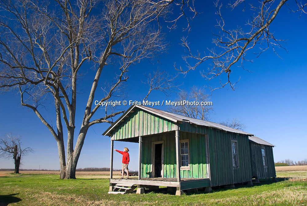 Mont Helena, Mississippi, February, 2009. Endless cotton fields of the Mississippi Delta are dotted with the remains of little shotgun shacks of the sharecroppers. Photo by Frits Meyst/Adventure4ever.com