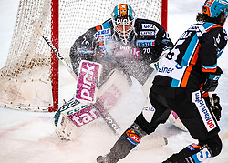 05.01.2020, Keine Sorgen Eisarena, Linz, AUT, EBEL, EHC Liwest Black Wings Linz vs Fehervar AV 19, 36. Runde, im Bild v.l. Tormann David Kickert (EHC Liwest Black Wings Linz), Josh Roach (EHC Liwest Black Wings Linz) // during the Erste Bank Eishockey League 36th round match between EHC Liwest Black Wings Linz and Fehervar AV 19 at the Keine Sorgen Eisarena in Linz, Austria on 2020/01/05. EXPA Pictures © 2020, PhotoCredit: EXPA/ Reinhard Eisenbauer