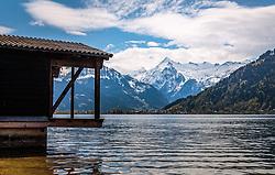 THEMENBILD - Blick über den Zeller See auf das Skigebiet Kitzsteinhorn, aufgenommen am 1. Mai 2017, Zell am See, Österreich // View over the Zeller See to the Kitzsteinhorn Glacier at Zell am See, Austria on 2017/05/01. EXPA Pictures © 2017, PhotoCredit: EXPA/ JFK