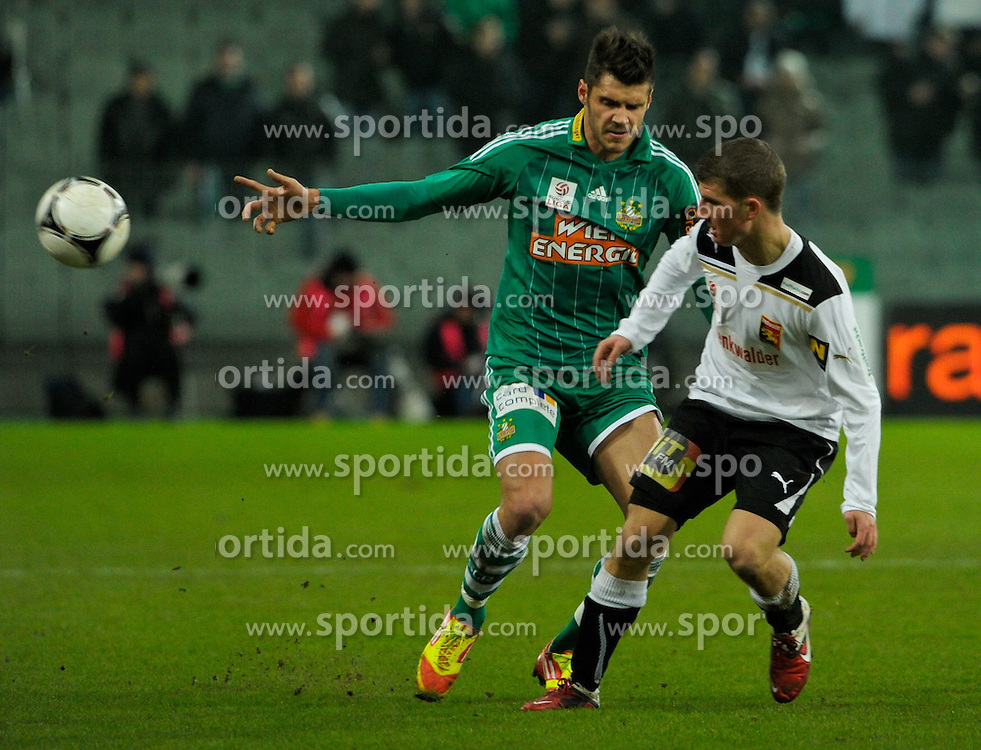 17.12.2011, Gerhard Hanappi Stadion, Wien, AUT, 1. FBL, SK Rapid Wien vs FC Trenkwalder Admira, im Bild Zweikampf zwischen Christopher Trimmel, (SK Rapid Wien, #28) und Jakob Christoph Cemernjak, (Trenkwalder Admira, #13) // during the First Bundesliga Game SK Rapid Wien vs FC Trenkwalder Admira at Gerhard Hanappi Stadion, Vienna, 2011-12-17, EXPA Pictures © 2011, PhotoCredit: EXPA/ M. Gruber