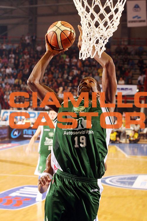 DESCRIZIONE : Napoli Lega A1 2006-07 Eldo Napoli Air Avellino <br /> GIOCATORE : Bryan <br /> SQUADRA : Air Avellino <br /> EVENTO : Campionato Lega A1 2006-2007 <br /> GARA : Eldo Napoli Air Avellino <br /> DATA : 28/10/2006 <br /> CATEGORIA : Tiro <br /> SPORT : Pallacanestro <br /> AUTORE : Agenzia Ciamillo-Castoria/G.Ciamillo <br /> Galleria : Lega Basket A1 2006-2007 <br /> Fotonotizia : Napoli Campionato Italiano Lega A1 2006-2007 Eldo Napoli Air Avellino <br /> Predefinita :