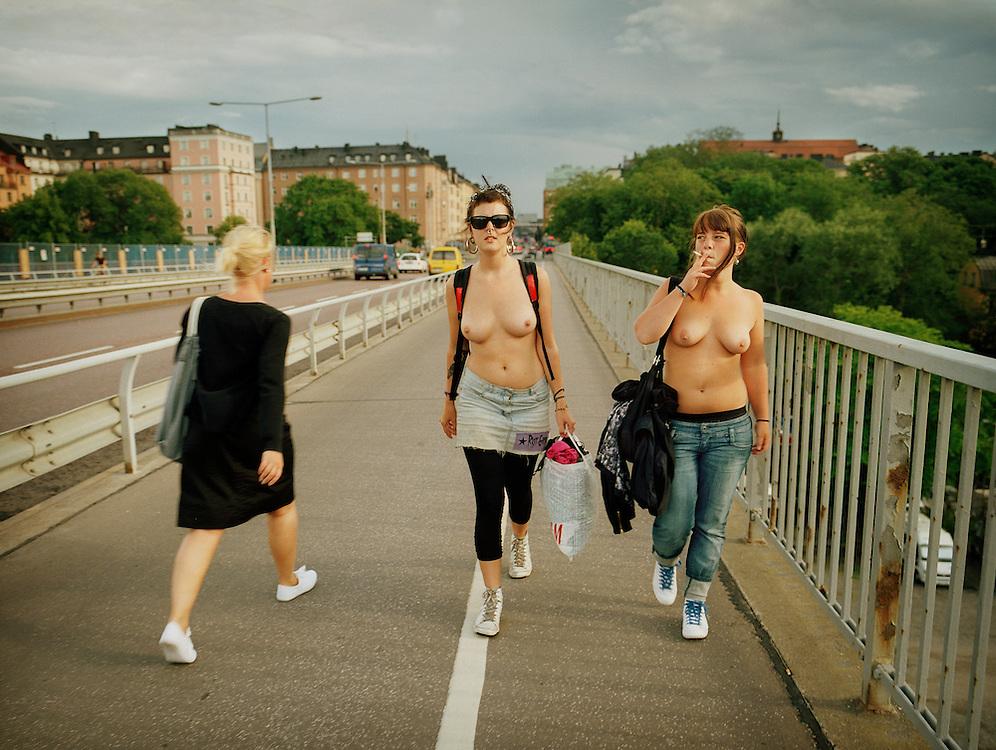 social tjeck stora tuttar i Stockholm