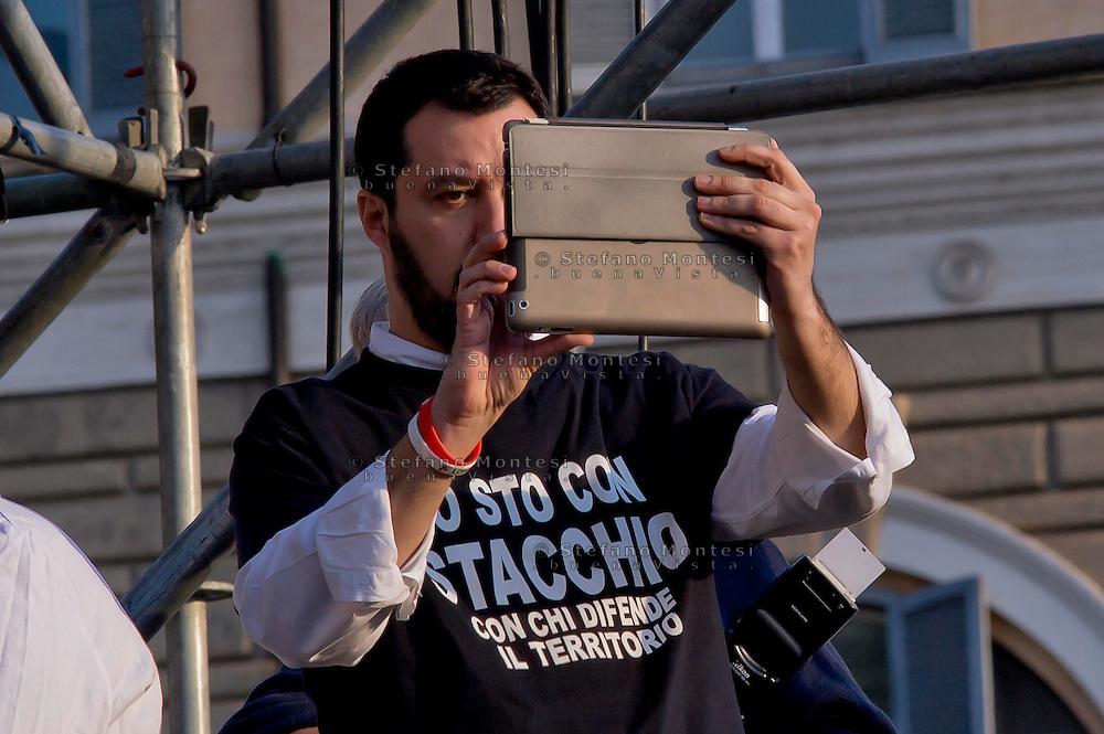 Roma 28 Febbraio 2015<br /> &quot;Renzi a casa!' - Manifestazione della Lega Nord in piazza del Popolo contro il Governo Renzi, e  contro l'Euro. Matteo Salvini riprende la manifestazione con il tablet<br /> Rome February 28, 2015<br /> &quot;Renzi at home! '- Demonstration of the Northern League in Piazza del Popolo against the government Renzi, and against the Euro. Matteo Salvini resumes the event with the tablet
