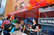 Nederland, Nijmegen, 24-8-2011Eerstejaars studenten aan de hogeschool Arnhem Nijmegen, HAN, hebben een introductieweek. Onderdeel hiervan is de introductiemarkt. Hier staan o.a. studentenverenigingen, uitzendbureaus en banken. Veel scholieren kiezen voor een voortgezette studie aan universiteit of hogeschool vanwege de onzekere arbeidsmarkt.Foto: Flip Franssen/Hollandse Hoogte