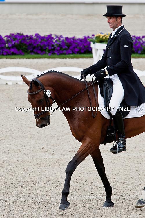 NZL-Mark Todd (Jonelle Richards-FLINTSTAR) 2012 GER-CHIO Aachen Weltfest des Pferdesports (Thursday) - DHL Preis CICO*** Eventing Dressage: INTERIM-31ST