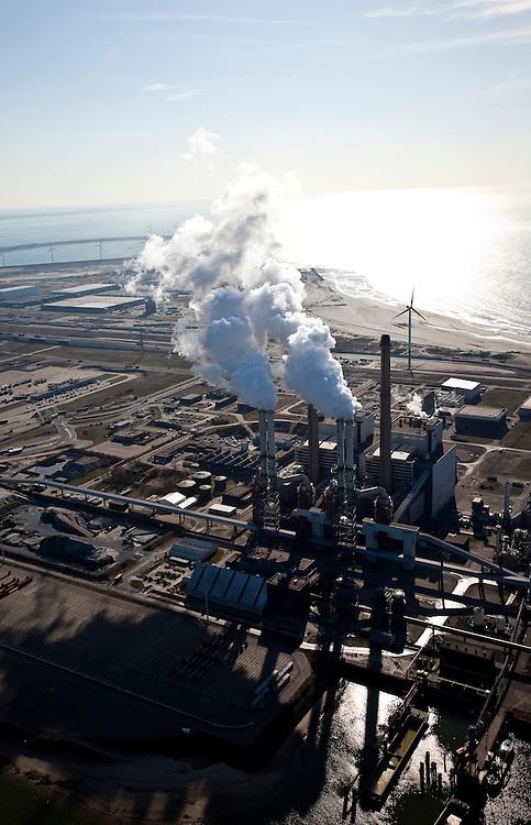 Nederland, Rotterdam, Maasvlakte, 20-03-2009; De poederkoolgestookte elektricitieitscentrale van E.ON (EON). Oorspronkelijk draaide de centrale op stookolie en aardgas, maar nu wordt het goedkopere steenkool gebruikt. De steenkool wordt eerst vermalen tot poeder. Om de milieubelasting zo veel mogelijk te verminderen worden de verbrandingsgassen gezuiverd en ontdaan van vliegas en zwaveldioxide (SO2). In de achtergrond De Slufter (baggerdepot) en midden rechts aanleg Tweede Maasvlakte. The powdered coal-fired power plant of E. ON (EON)..Originally run on oil and natural gas, the plant uses the cheaper coal. The coal is first crushed to powder. To protect the environment as much as possible, the combustion gases discharged and stripped of fly ash and sulfur dioxide (SO2). In the back the Slufter area, large-scale depot of contaminated harbor sludge..Swart collectie, luchtfoto (toeslag); Swart Collection, aerial photo (additional fee required); .foto Siebe Swart / photo Siebe Swart.Swart collectie, luchtfoto (toeslag); Swart Collection, aerial photo (additional fee required); .foto Siebe Swart / photo Siebe Swart.Swart collectie, luchtfoto (toeslag); Swart Collection, aerial photo (additional fee required); .foto Siebe Swart / photo Siebe Swart