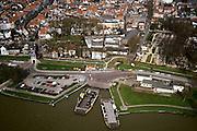 Nederland, Zuid-Holland, Schoonhoven, 08-03-2002; pont over de Lek ) tweede pont is reserve); historisch (middeleeuws) stasdcentrum, stadpoort; opleiding (vakschool) voor zilver- en goudsmeden: kleinmetaal: klokken juwelen.<br /> luchtfoto (toeslag), aerial photo (additional fee)<br /> foto /photo Siebe Swart