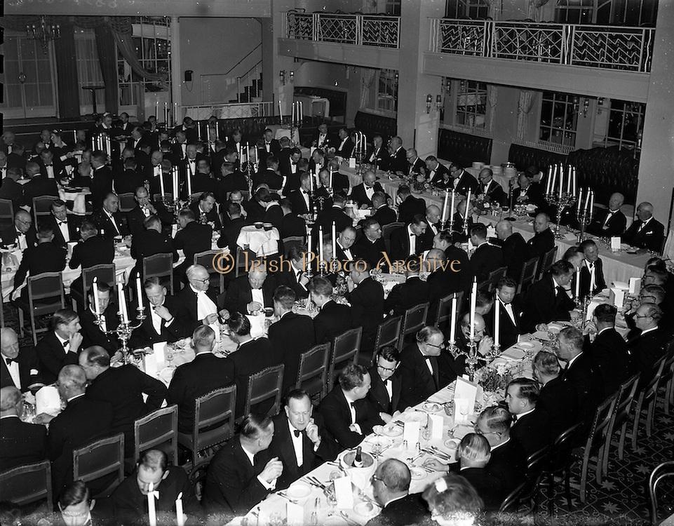 22/10/1957<br /> 10/22/1957<br /> 22 October 1957<br /> Dublin Chamber of Commerce Dinner at the Gresham Hotel, Dublin. A view of the dinner.