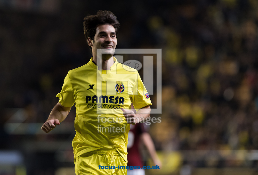 Manu Trigueros  of Villarreal CF celebrates the goal of Cedric Bakambu during the UEFA Europa League quarter final match at Estadio El Madrigal, Villarreal<br /> Picture by Maria Jose Segovia/Focus Images Ltd +34 660052291<br /> 07/04/2016