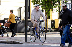 ©  London News Pictures. 16/10/2016. London, UK. Labour party leader JEREMY CORBYN (centre) seen riding his bike near his home in North London. Corbyn has been criticised by MPs in a report about Labour Party handling of anti-Semitism. Photo credit: London News Pictures.