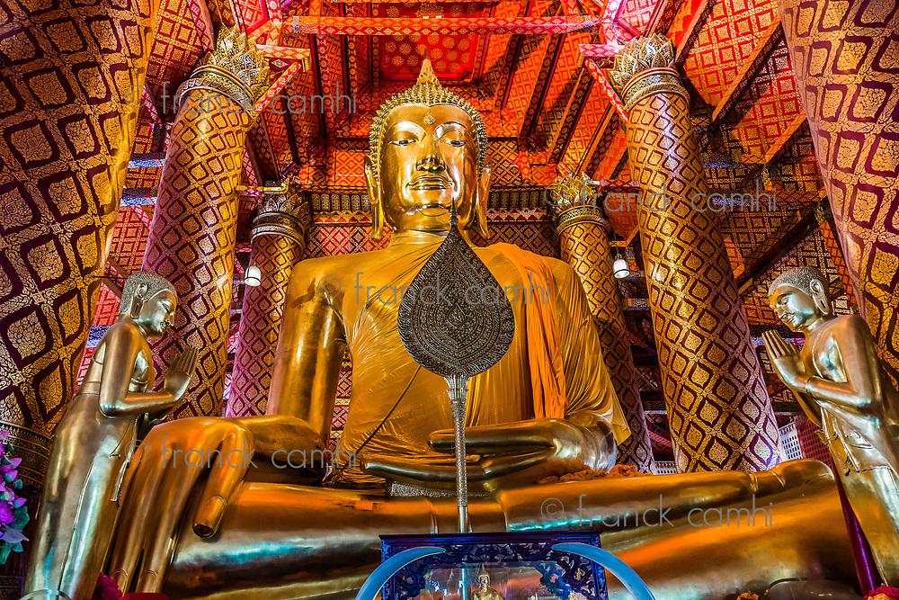 giant sitting buddha Wat Phanan Choeng temple Ayutthaya Bangkok Thailand