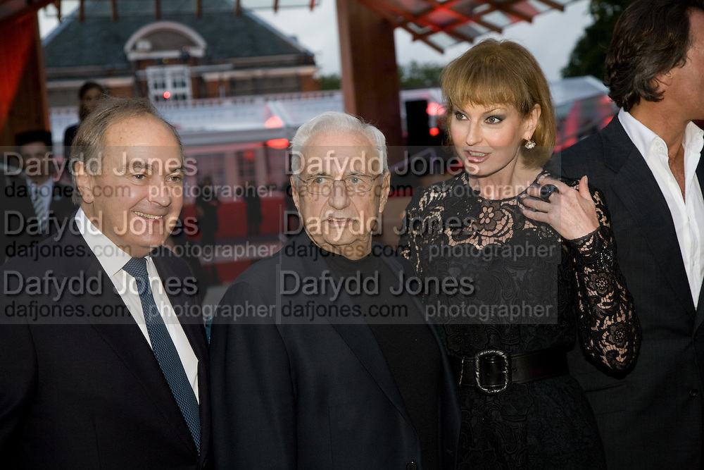 LORD PALUMBO; FRANK GEHRY; JULIA PEYTON-JONES, The Summer Party. Hosted by the Serpentine Gallery and CCC Moscow. Serpentine Gallery Pavilion designed by Frank Gehry. Kensington Gdns. London. 9 September 2008.  *** Local Caption *** -DO NOT ARCHIVE-© Copyright Photograph by Dafydd Jones. 248 Clapham Rd. London SW9 0PZ. Tel 0207 820 0771. www.dafjones.com.