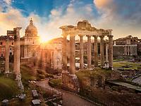 Sonnenaufgang am Forum Romanum in Rom, von hier aus wurde das Imperium erobert und hier befanden sich die ältesten und ehrwürdigsten Tempel der Stadt.