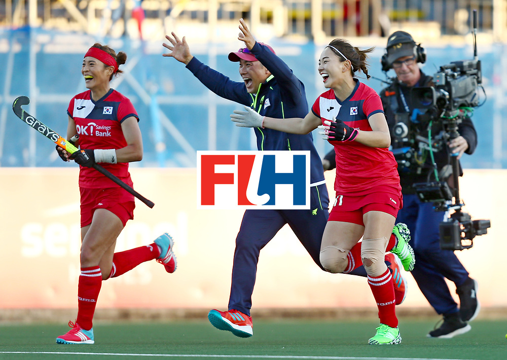 New Zealand, Auckland - 22/11/17  <br /> Sentinel Homes Women&rsquo;s Hockey World League Final<br /> Harbour Hockey Stadium<br /> Copyrigth: Worldsportpics, Rodrigo Jaramillo<br /> Match ID: 10303 - GER vs KOR<br /> Photo: (11) PARK Seunga (Head coach) HUH SANG Young