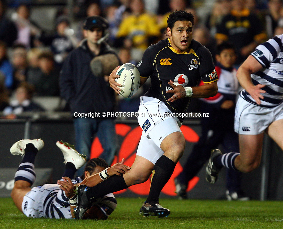 Wellington halfback Piri Weepu makes a break. <br />