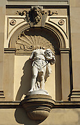 Deutschland Germany Hessen.Hessen, Wiesbaden.Statue am Hessischen Staatstheater., statue on State Theatre...