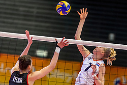 05-04-2017 NED:  CEV U18 Europees Kampioenschap vrouwen dag 4, Arnhem<br /> Nederland - Turkije 3-1 / Nederland doet zeer goede zaken en kan zich met winst op Italië zeker stellen van een halve finaleplaats - Demi Korevaar #7