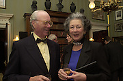 Mr. and Mrs. Vincent Poklewski Koziell. The Spencer House draw in aid of the Countryside Alliance. 28 November 2000. © Copyright Photograph by Dafydd Jones 66 Stockwell Park Rd. London SW9 0DA Tel 020 7733 0108 www.dafjones.com