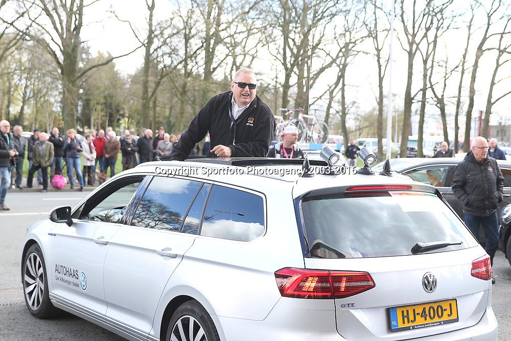 17-04-2016: Wielrennen: Ronde van Gelderland: Apeldoorn  <br /> APELDOORN (NED) wielrennen<br /> KNWU jurylid Benno Nijland