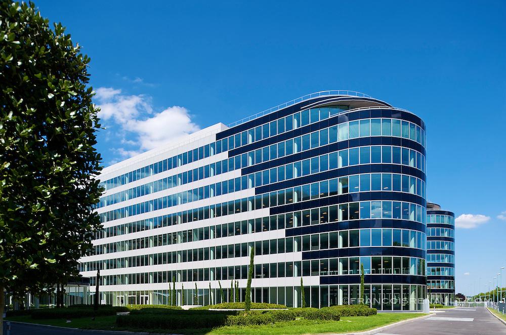 Immeuble River Ouest situé à Bezons,Ile de France, France et réalisé par HRO. Architectes Skidmore Owings & Merrill, SRA.