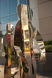North America, United States, Washington, Bellevue, mirror people sculptures