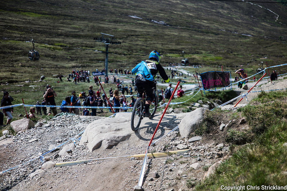 Nevis Range, Fort William, Scotland, UK. 4th June 2016. Edward Masters of New Zealand in action during qualifying as spectators line the 2.8km downhill course providing riders plenty of encouragement as the weather provides a high mood. The worlds leading mountain bikers descend on Fort William for the UCI World Cup on Nevis Range.