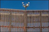 A partir de la política de seguridad estadounidense, se reforzó el muro fronterizo con alta tecnología para contener la migración.  (FOTO: Prometeo Lucero)