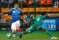Fotball<br /> Frankrike v Nigeria<br /> Foto: DPPI/Digitalsport<br /> NORWAY ONLY<br /> <br /> FOOTBALL - FRIENDLY GAMES 2008/2009 - FRANCE v NIGERIA - 2/06/2009<br /> <br /> KARIM BENZEMA (FRA) / SEYI OLOFINJANA (NIG)