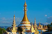 Thailande, Mae Hong Son, Wat Chong Klang sur le lac Nong Chong Kham // Thailand, Mae Hong Son, Wat Chong Klang on the Nong Chong Kham