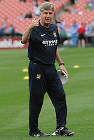 Football - Premier League - Chelsea Training for friendly with Man City St. Louis, MO/USA. Manchester City won, 4-3 over Chelsea.  Manchester City head coach Brian Kidd gives a thumbs up to photographers as he places cones on the field for warmups before the start of the game...