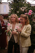 Hayley Mills and Juliet Mills. Royal Horticultural Society's Chelsea Flower Show, Royal Hospital's grounds. Chelsea. 23 May 2005.  ONE TIME USE ONLY - DO NOT ARCHIVE  © Copyright Photograph by Dafydd Jones 66 Stockwell Park Rd. London SW9 0DA Tel 020 7733 0108 www.dafjones.com