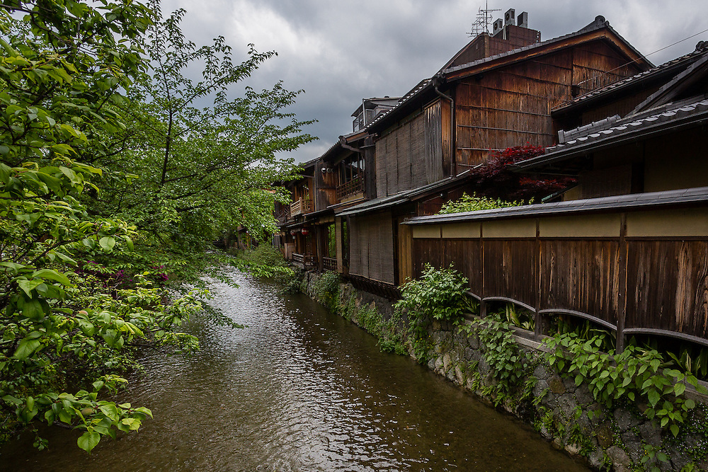 In some parts of the city of Kyoto, it is possible to take a walk near a canal.