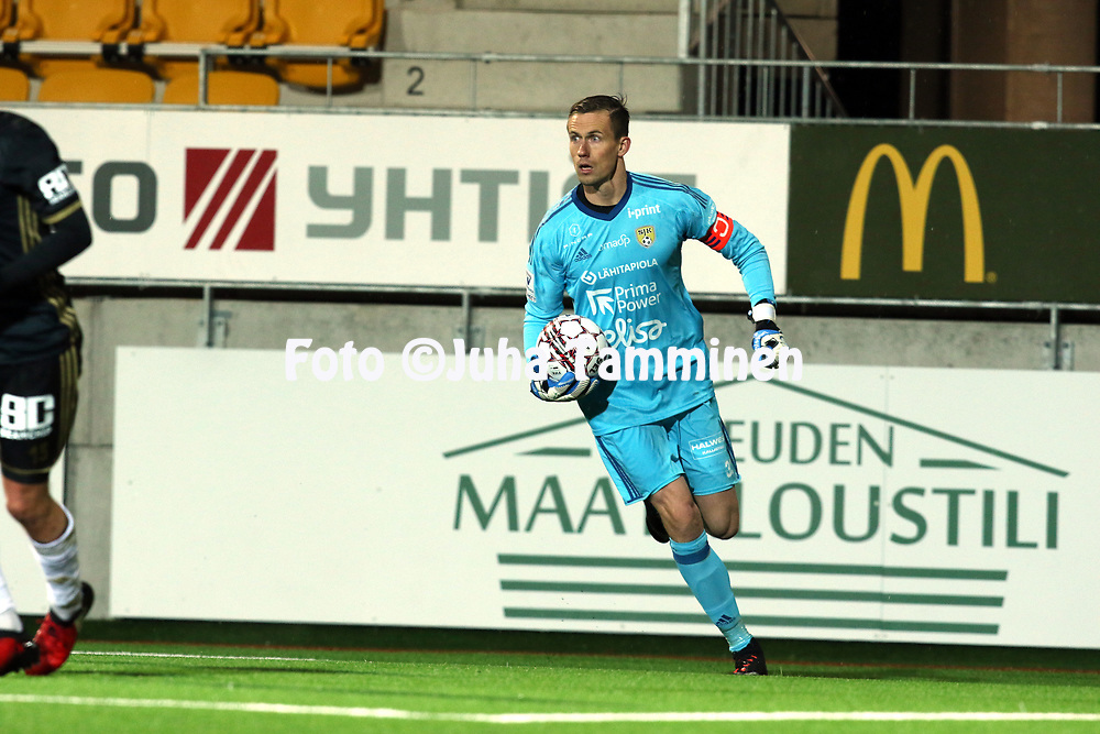 5.4.2017, OmaSP Stadion, Sein&auml;joki.<br /> Veikkausliiga 2017.<br /> Sein&auml;joen Jalkapallokerho - FC Lahti.<br /> Mihkel Aksalu - SJK