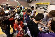 DESCRIZIONE : Ancona raduno nazionale maschile senior - allenamento e autografi<br /> GIOCATORE : Piertro Aradori  David Cournooh<br /> CATEGORIA : nazionale maschile senior<br /> GARA : Ancona raduno nazionale maschile senior - allenamento e autografi<br /> DATA : 09/04/2014<br /> AUTORE : Agenzia Ciamillo-Castoria